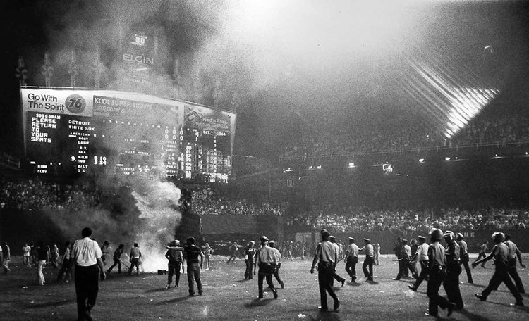 Protesta e incidentes en la  Disco Demolition Night  de Chicago (1979)