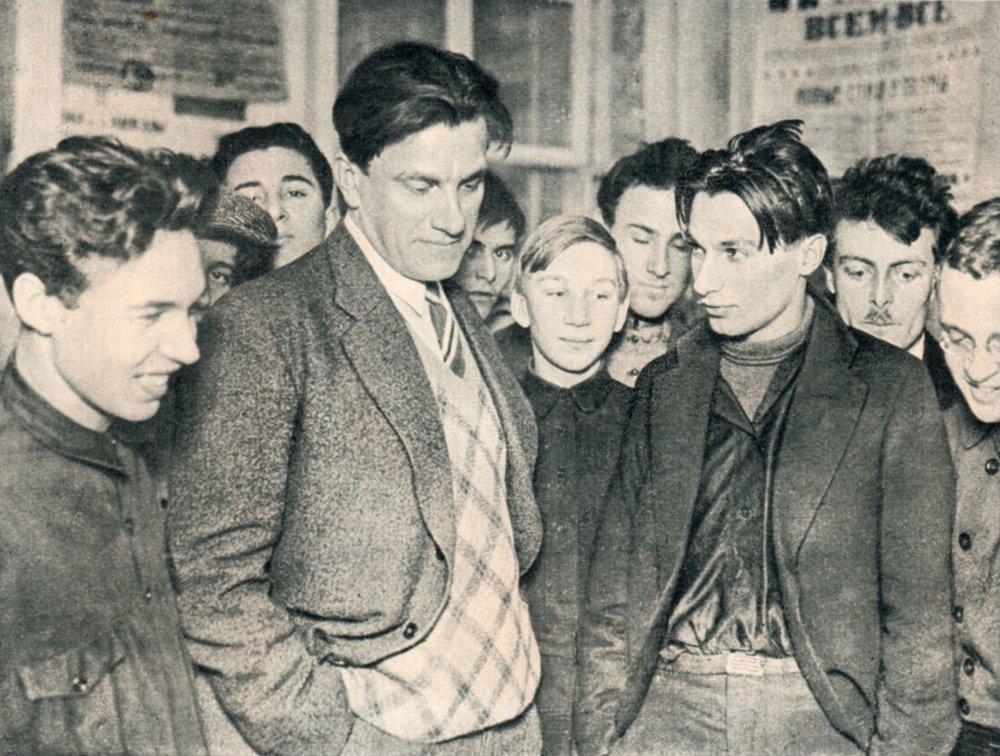 Mayakovski junto a Fedor Tarasov