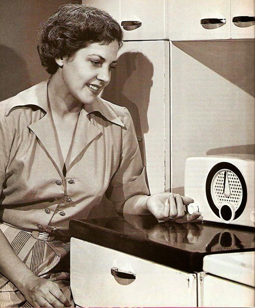 mujer radio bass.jpg