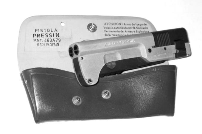 La pistola «pressin», una «grapadora» mortífera con su funda (1978)