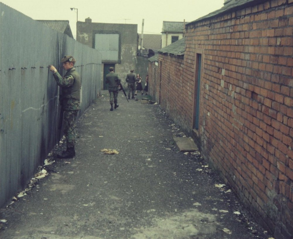 Gordon-Highlanders-on-Foot-Patrols-in-Bawnmore-Estate-Belfast-in-19778-1200x979.jpg