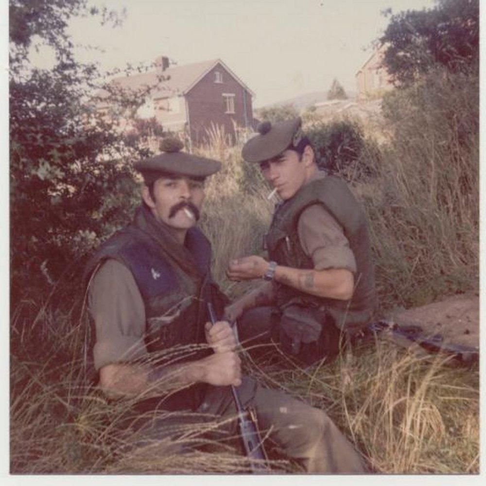 Gordon-Highlanders-Black-Robby-Brian-Jolly.-Fag-Break-on-patrol-in-Belfast-1200x1200.jpg