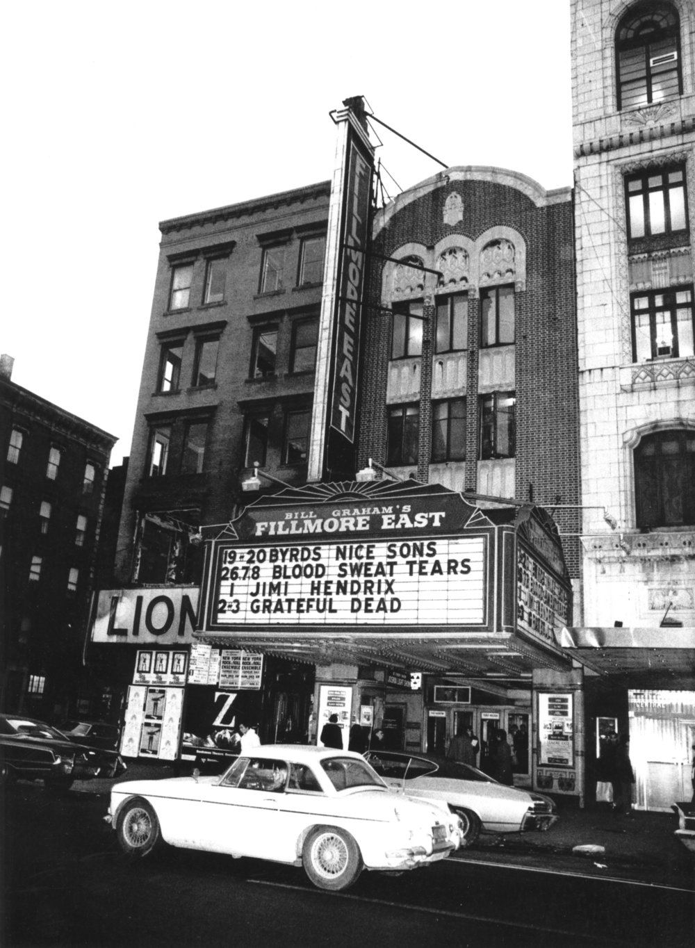 Exterior del Fillmore de Nueva York (diciembre de 1969). Fotografía: Special Collections, University of California, Santa Cruz. Grateful Dead Archive