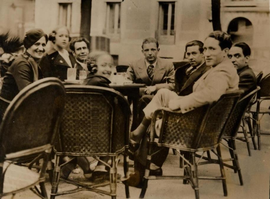 De izquierda a derecha: Conchita Monrás, Sol Acín, Ramón Acín, Katia Acín, Manuel Corrales, Gil Bel, Federico García Lorca y Honorio García Condoy (1932-33). Fundación Acín
