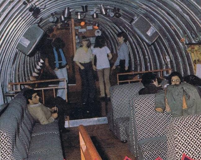 Aspecto del interior del avión-discoteca de Sotillo (Ávila). La imagen apareció publicada en  Sal y pimienta  (número 36, 3 de junio de 1980)
