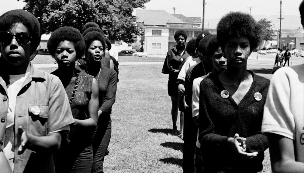Mujeres militantes del Partido de las Panteras negras (1969). Fotografía PBS