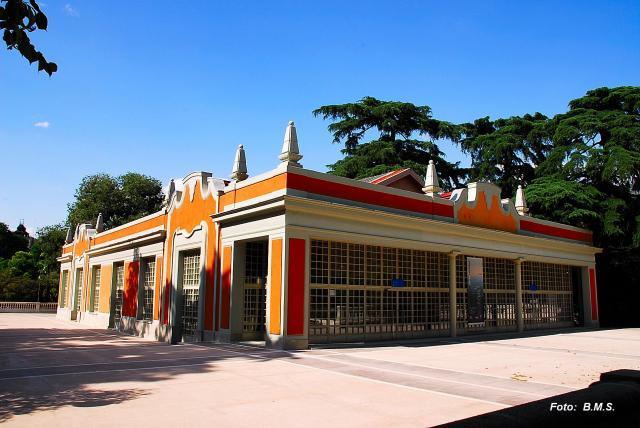 49748-madrid-pabellon-casa-de-vacas-en-parque-del-retiro.jpg