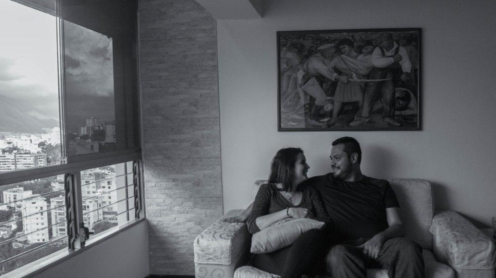 Montes de Oca y su pareja en su domicilio de Caracas