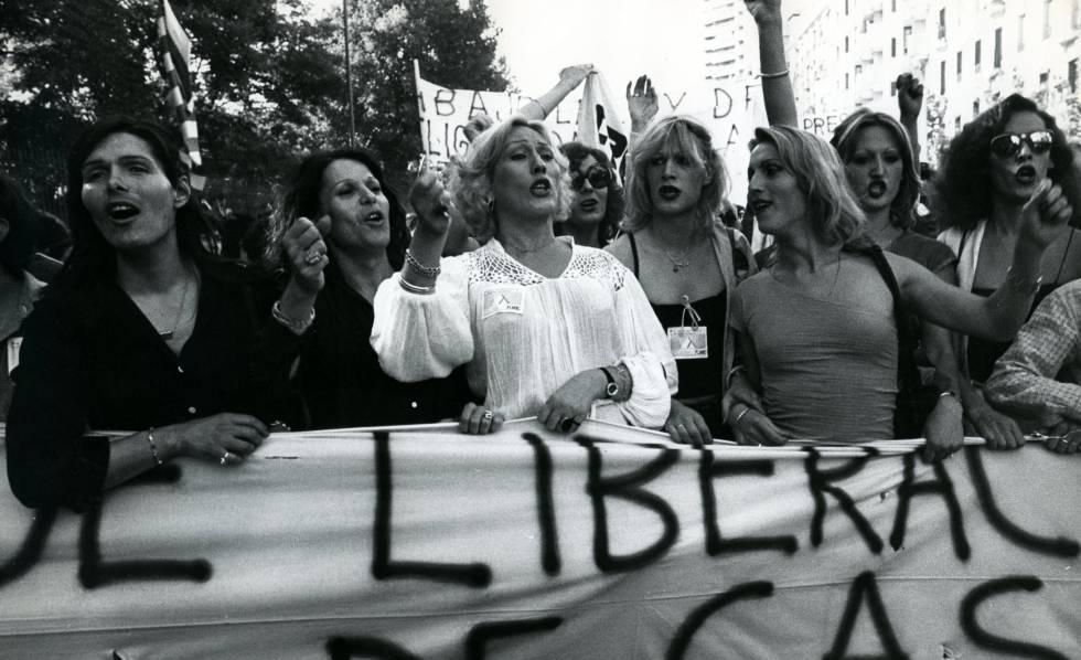 Fotografía de la primera manifestación del Orgullo en Madrid (junio de 1978)