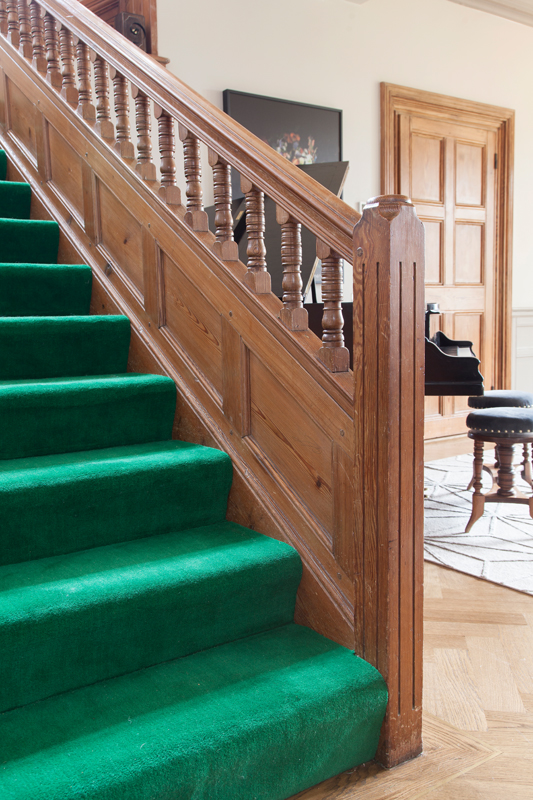 Hand-dyed grass green stair carpet/Photo: Susie Lowe
