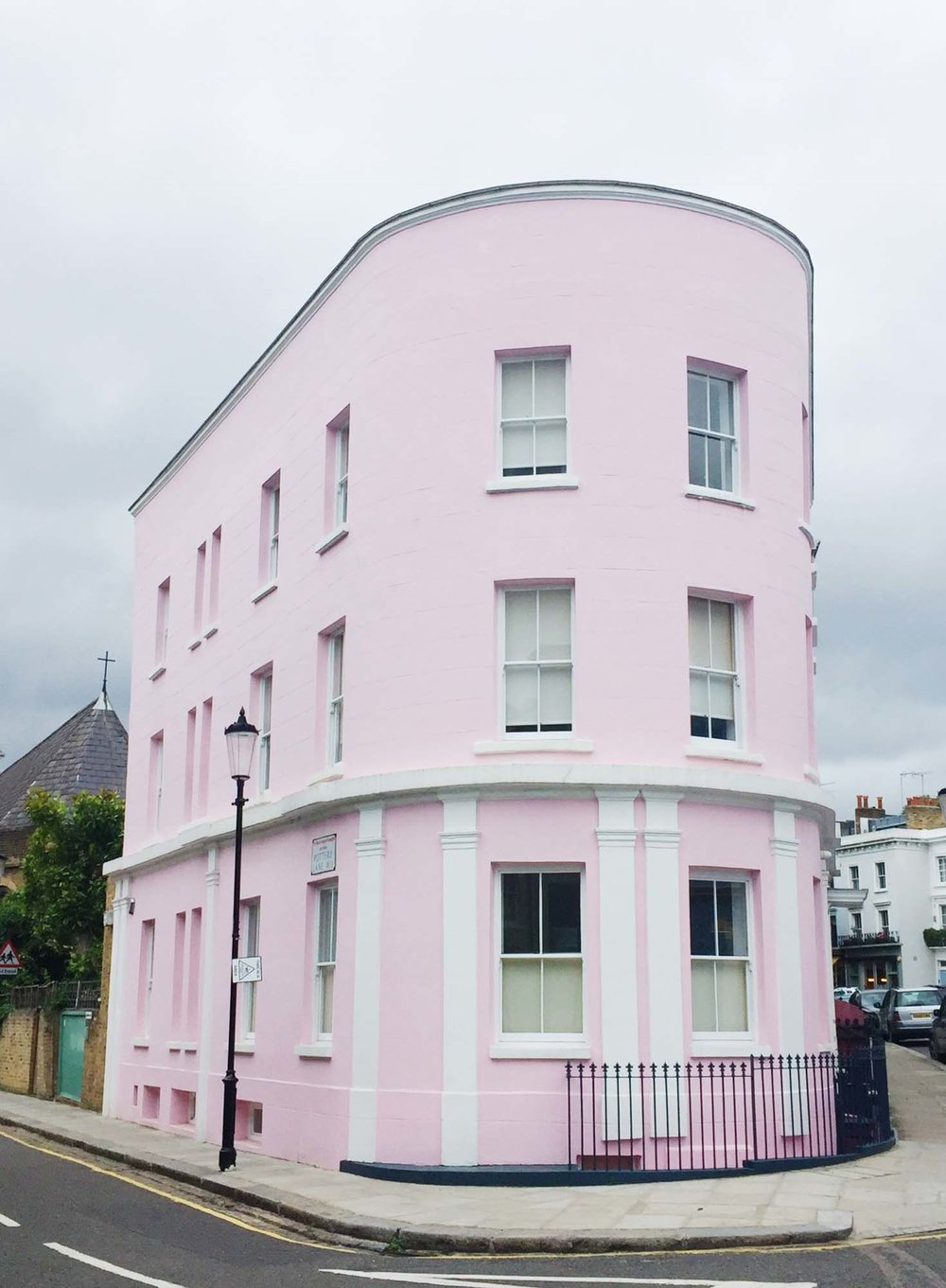 Julie's favourite pink corner house in Holland Park/Photo: @londonispink