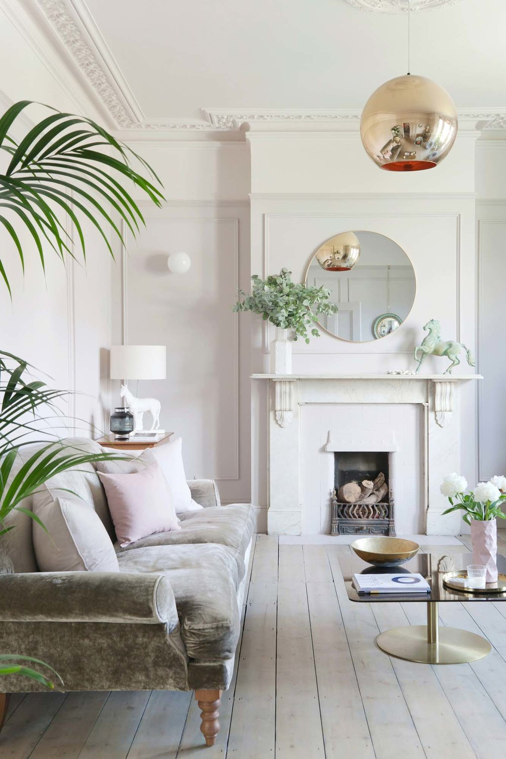 The pink panelling in Jordan and Russell's living room nearly broke Instagram/Photo: Megan Taylor