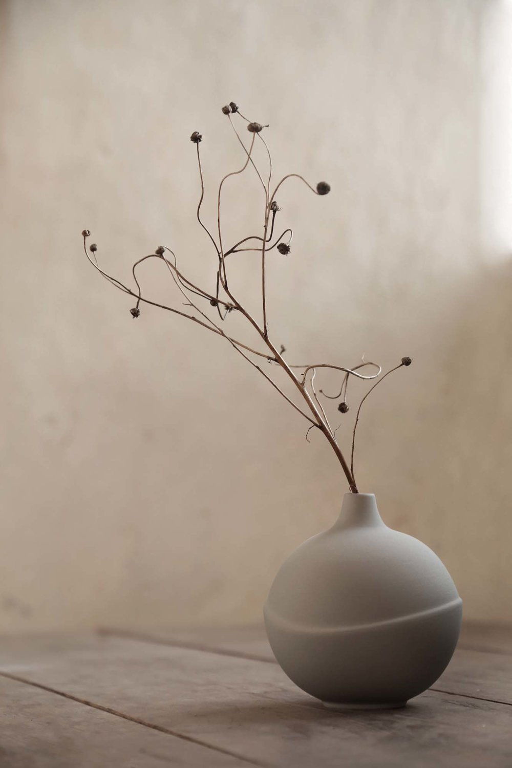 Anna Elza Oscarsson vase photographed by Frida Ramstedt from Trendenser: less is more