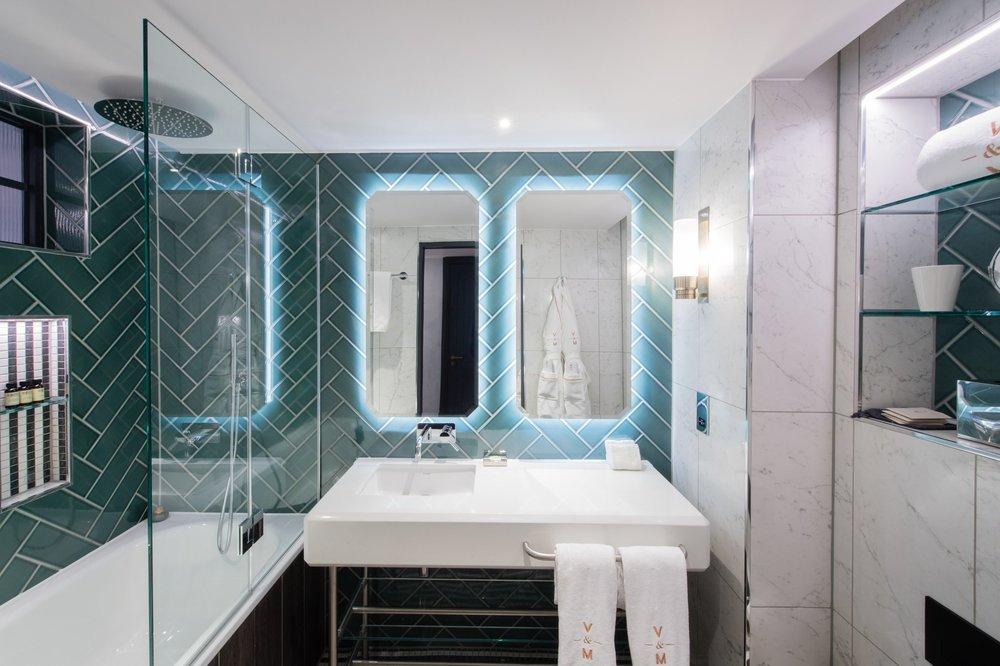 Vintry and Mercer  deluxe room bathroom