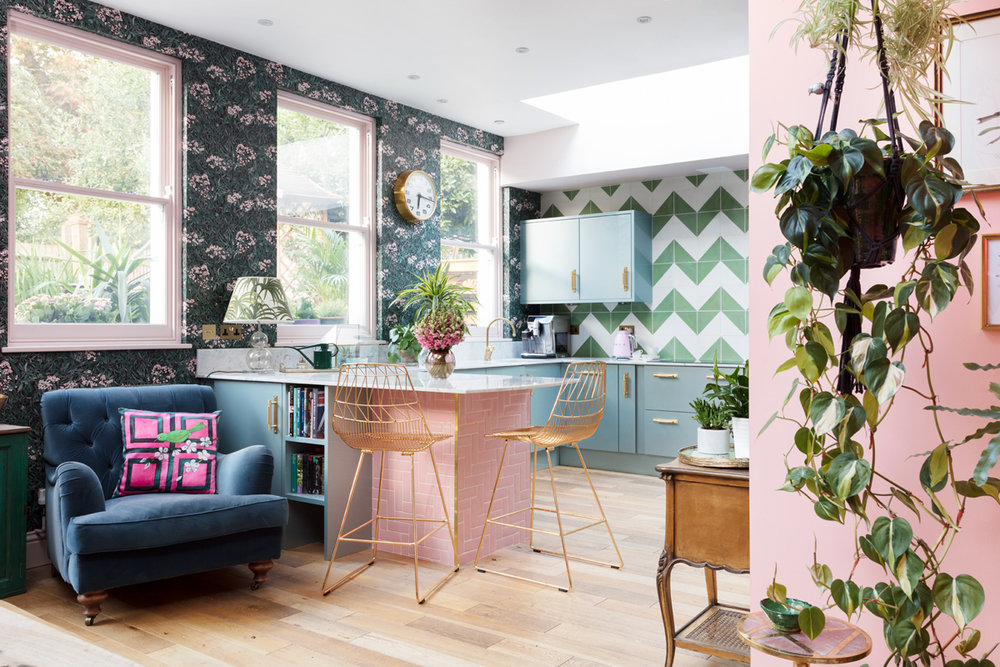 The Pink House kitchen, as seen in Pink House Living/Photo: Susie Lowe
