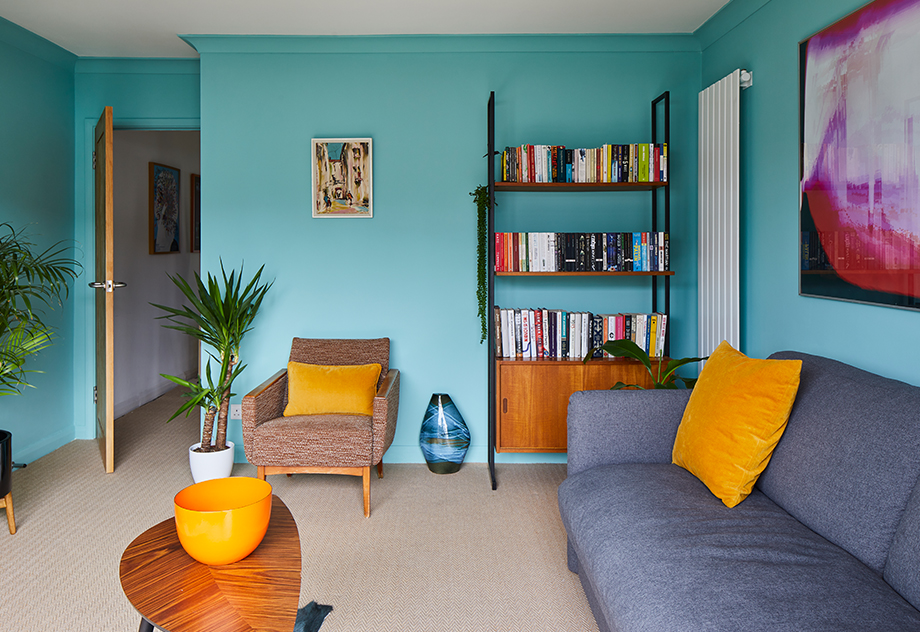 Bo advises, 'Start small. You can build up colour in your home over time.'
