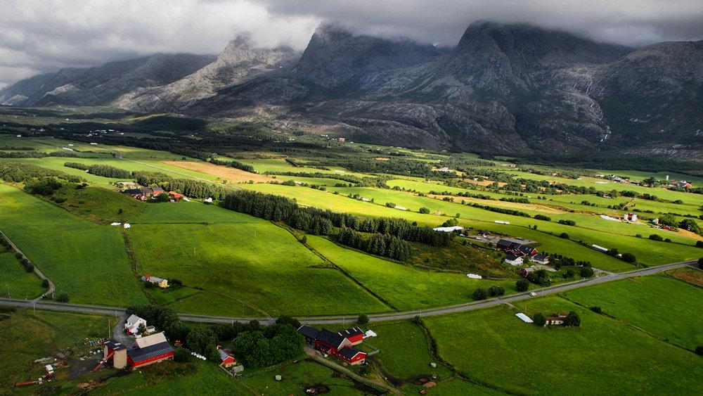 regina_alstahaug_mountains_16x9.jpg