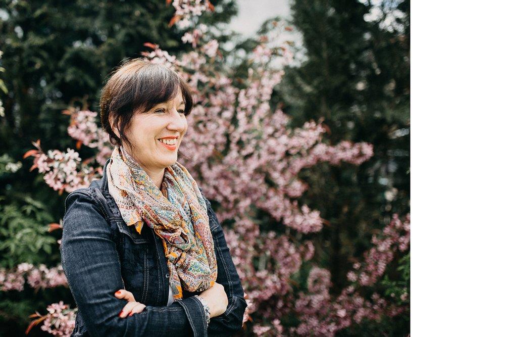 MANUELAACHHAMMER - Ich bin Manuela Achhammer, Marketing-Expertin,und führe seit 10 Jahren einenGarten- und Landschaftsbau Betrieb zum Erfolg.
