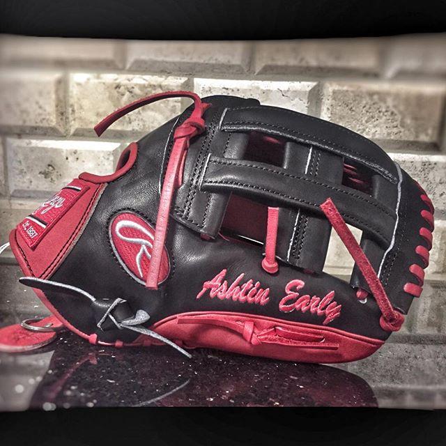 Heat 12u player Ashtin Early @ashtin_early with the new fresh leather @rawlingssg #heatbaseballnc #glove #thenextlevel #buildingathletes #baseballglove