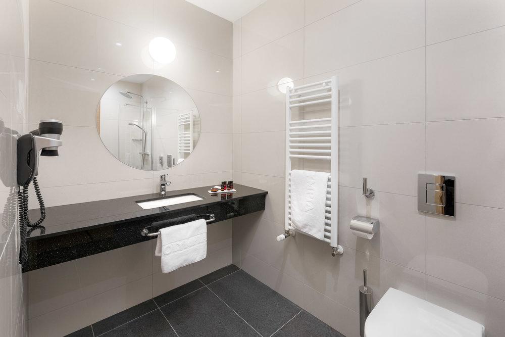 Superior Room With Sea VIew Bathroom.jpg