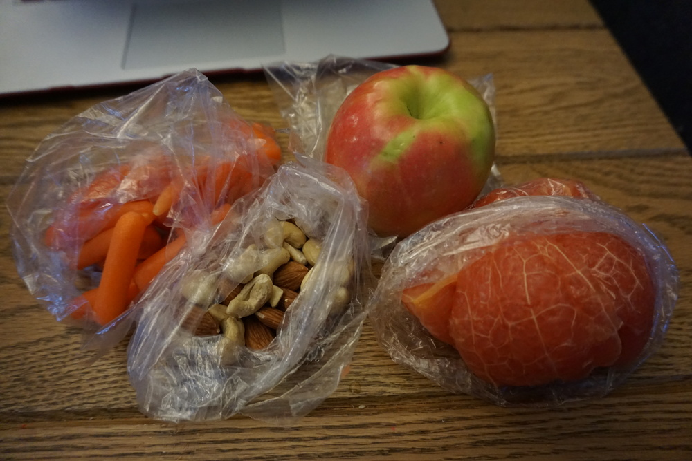 I packed raw carrots, raw almonds & cashews, grapefruit and an apple.