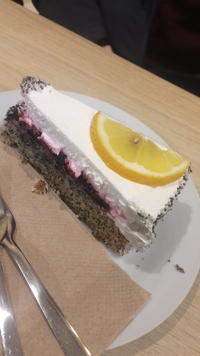Our last stop was for dessert. We enjoyed a delicious vegan cake in the cafe of Veganz. This cake was very light and a great way to end the tour.