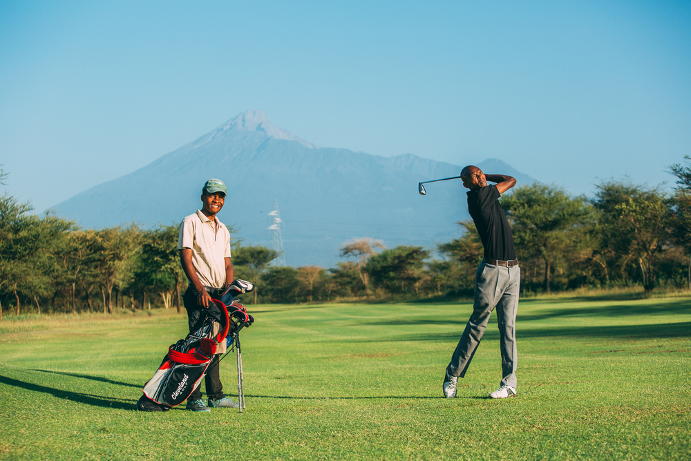 Mt Meru_Kiligolf_golfer.jpg