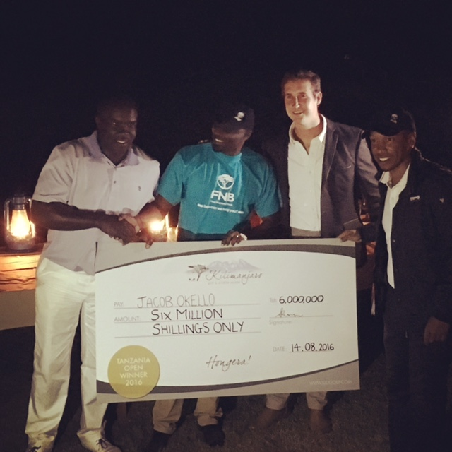 Jacob Okello receiving the Tanzania Open Winner's Cheque