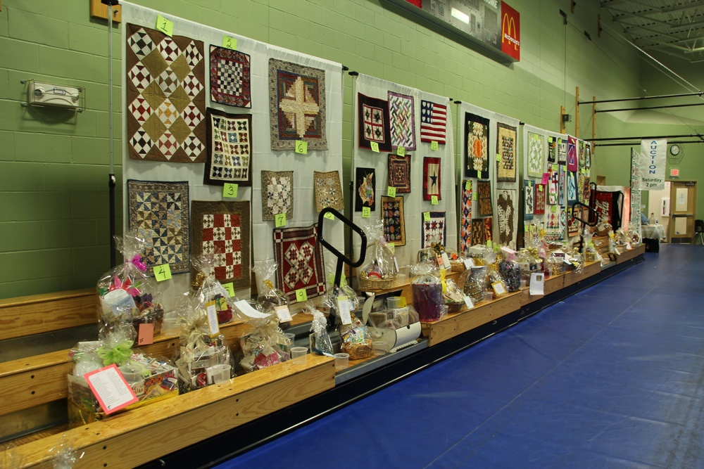 Bedford Friendship Quilters Guild, May, 2012 097.jpg