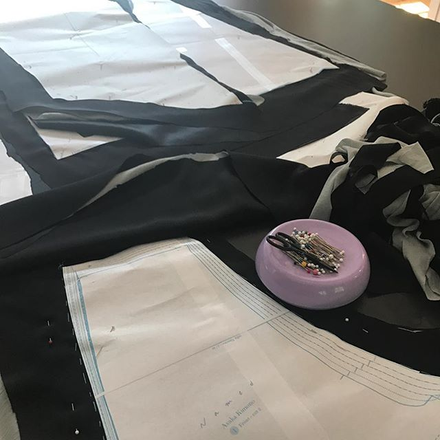 The always inspiring and simply fabulous @marcyharriell asked #widn - can't quite say for sure ..... but I'm trimming twelve yards of silk charmeuse, with six yards of jersey sandwiched between both silk layers and am hoping it all ends up as a @namedclothing quilted kimono with embellishments but who the hell knows 🤗 #sewing #kimonos #asaka #couture