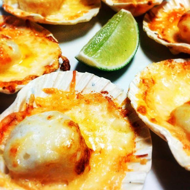 Conchas a la parmesana @isla_atx scallops, butter, parmesan cheese and lime.  Simplicity at its best . . #austin #austinfood #austineats #austinfoodie #austinfoodstagram #seafood #peru #peruvianfood #peruinaustin #conchasalaparmesana #truecooks #cheflife