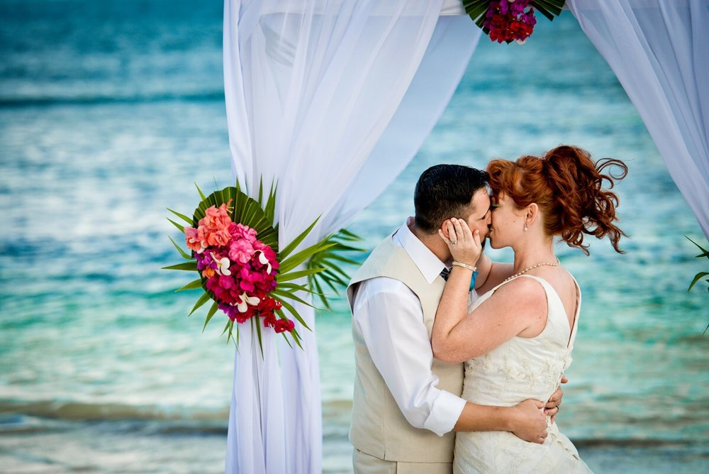 GET A FREE QUOTE FOR A BEACH WEDDING
