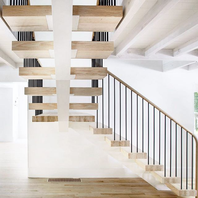 Walking into Friday with a laundry list of design decisions that need to be made on the Malibu home. First up, stair railing. Vertical bars or horizontal cord? 🤷🏼♀️🙈