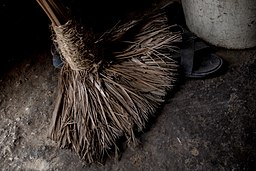 Broom_from_a_home_in_Haiti.jpg