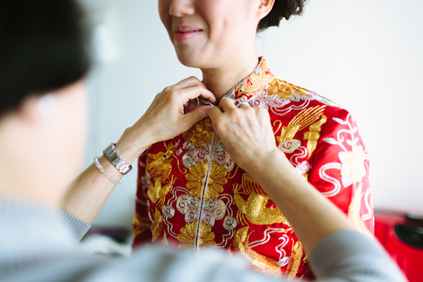 bride getting ready for chinese wedding tea ceremony