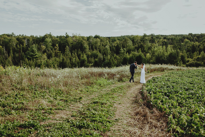 south pond farms barn wedding photos