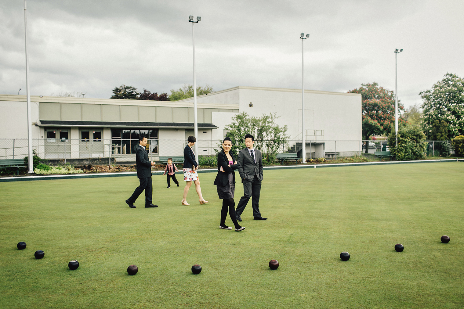 rainy day wedding at burnside lawn bowling club