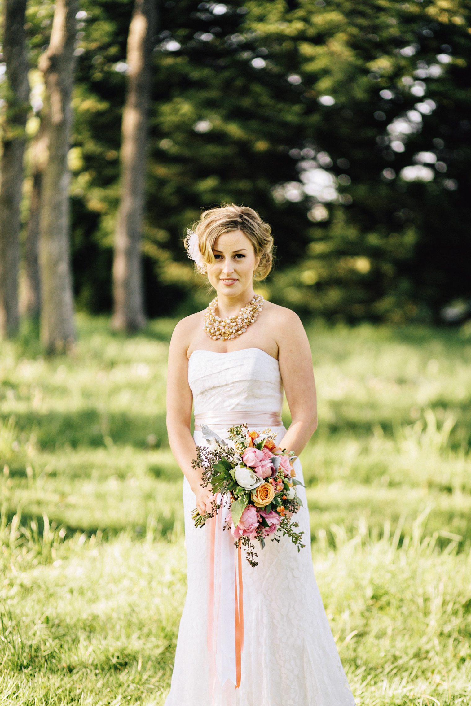 wedding photography by taylor roades in beacon hill park victoria bc