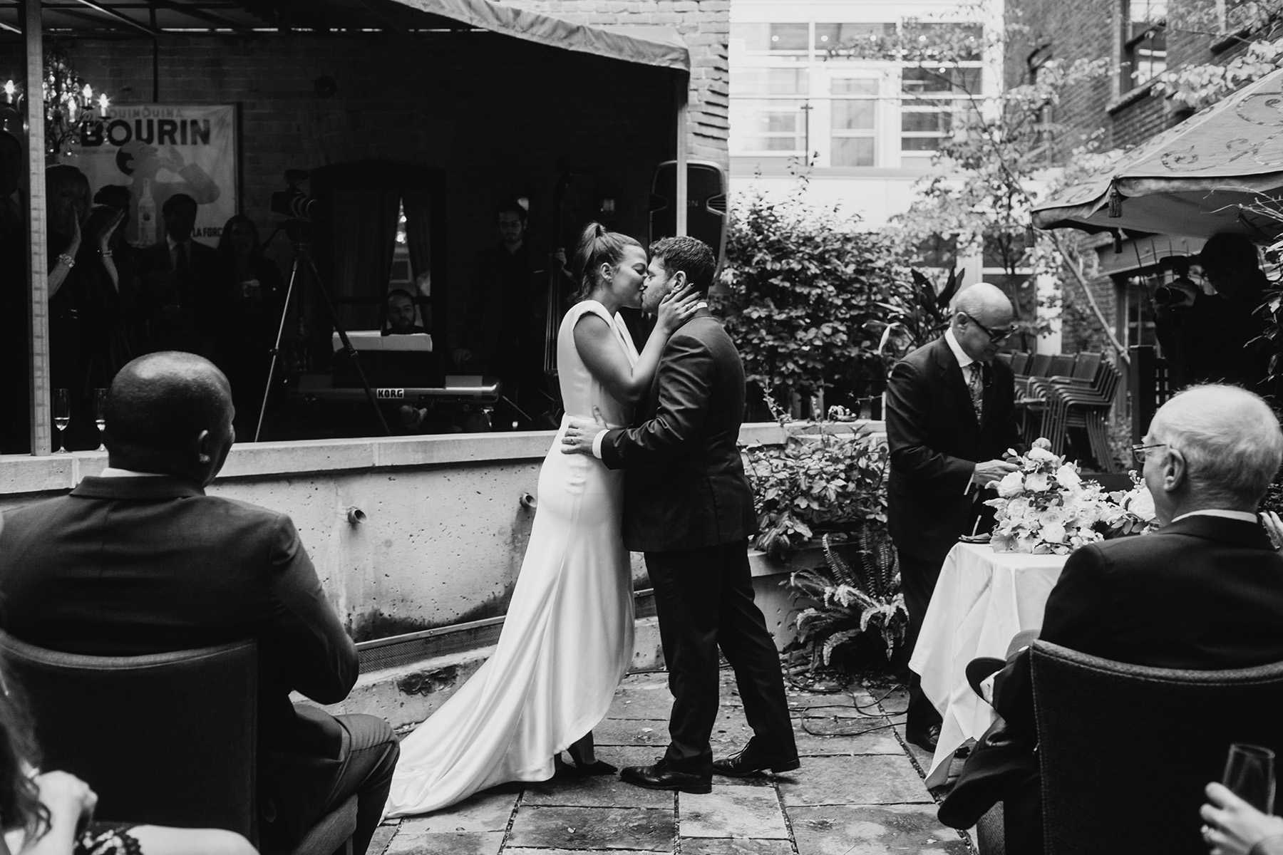 first kiss at toronto wedding