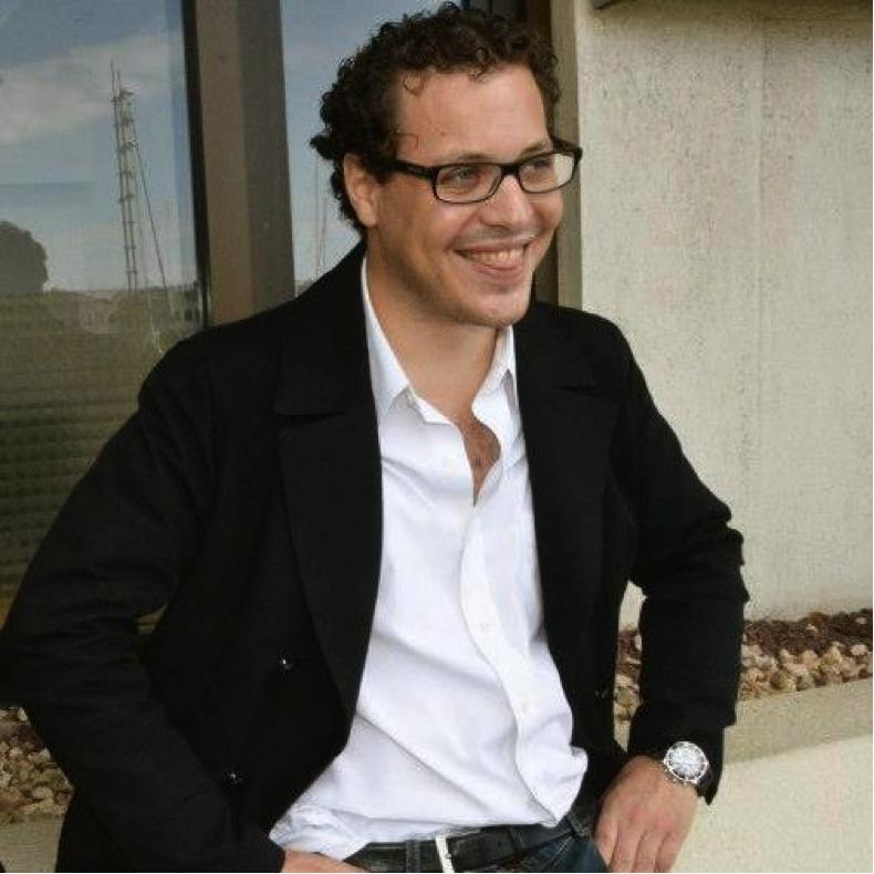 Clément Lazarus, jeune médecin & engagé politique To read his interview, click here.