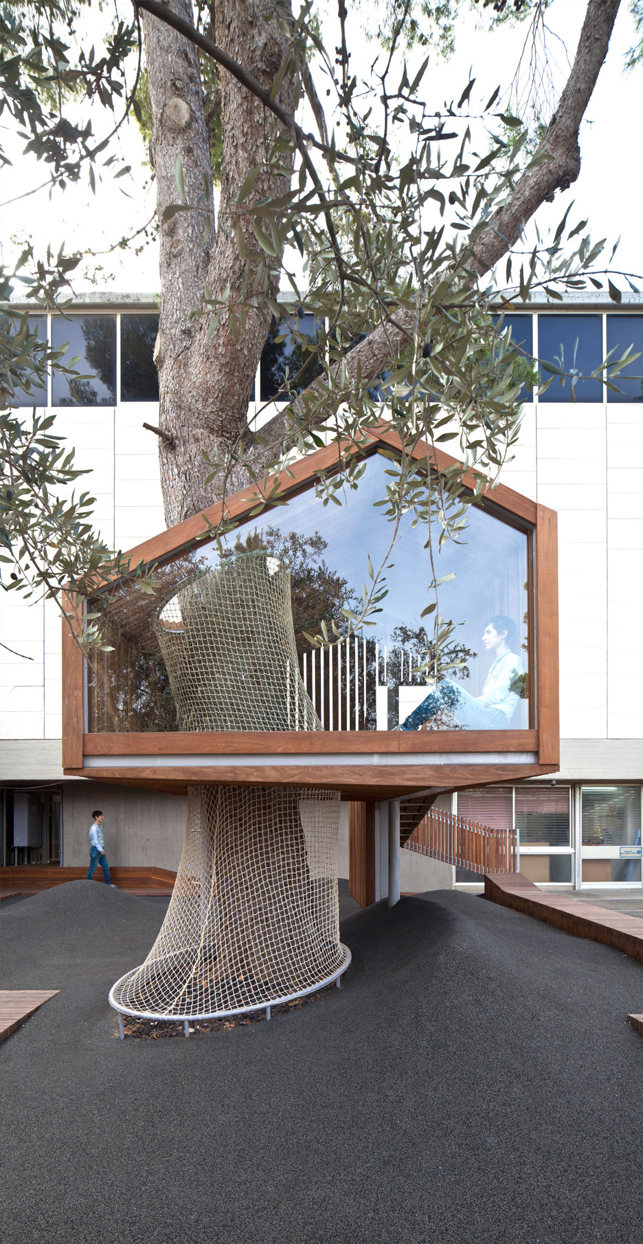 IMJ-tree-house-by-Ifat-Finkelman-and-Deborah-Warschawski_dezeen_936_5.jpg