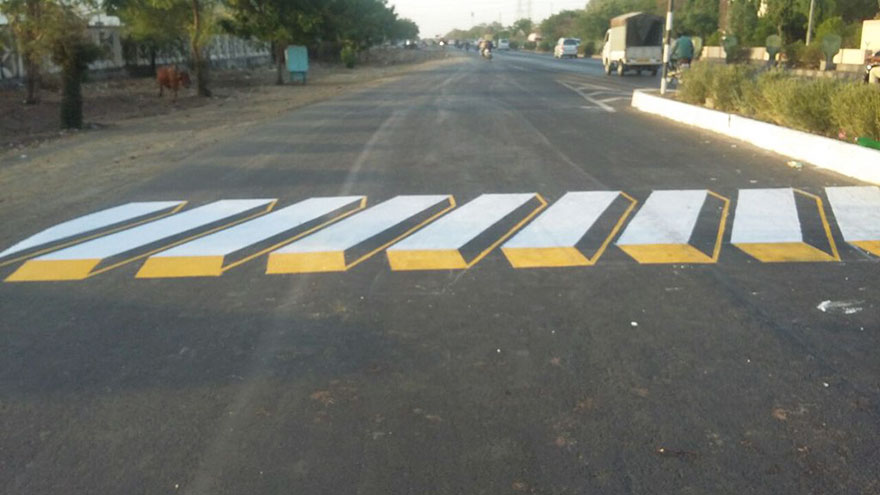 3d-street-art-prevent-speed-breakers-india-1.jpg