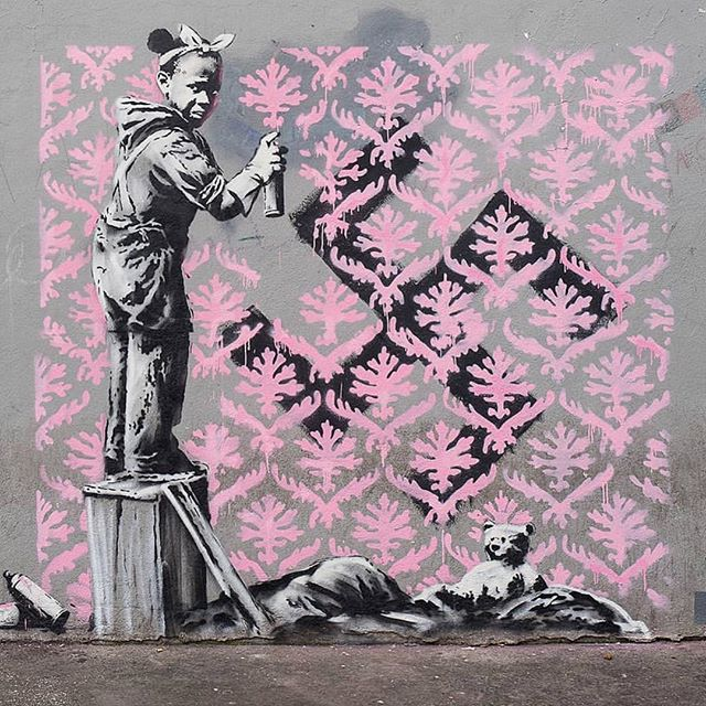 New @banksy artworks take aim at migration crisis in Paris.  The first of seven provocative images was discovered on World Refugee Day . . . . . . . . . . #banksy #paris #worldrefugeeday #banksyart  #streetart #publicart #urbanart #mural