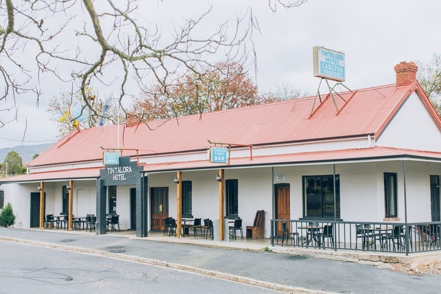 Tintaldra Pub Accommodation Corryong