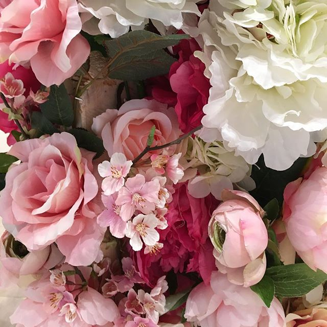 #Spring colour for a dreary day. Watch for soft pinks & peaches, luscious ivory and all things #greenery hitting retail floors now. #springsummer2017 #floral #fashion