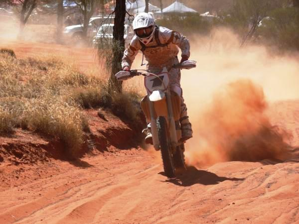 Pivot Pegz equipped pro race bike in Finke D  esert R  ace
