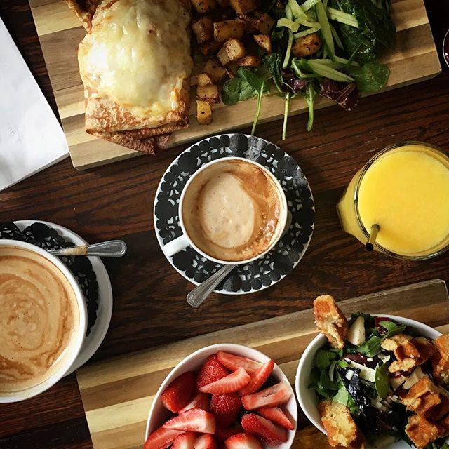 Un bon petit déjeuner pour bien commencer la journée du bon pied! Bon weekend à tous et venez vous régalez.
