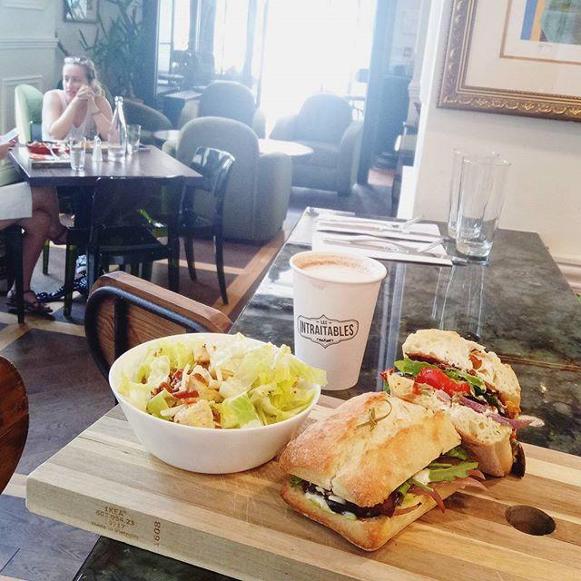 Pour bien finir la semaine, laisse vous tenter par notre sandwich végétarien au légumes grillés et chèvre 👌😁