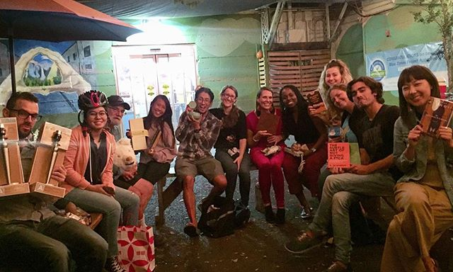 The main rule of our White Elephant Gift Exchange was that nothing had to be purchased. Way more fun to see everyone get creative sharing what they already have! It's easier on the wallet and the planet too 🌍  Try it!  Shout out to @kokuamarkethawaii for letting use their courtyard and @umekemarket for the amazing food!  #nopurchasenecessary #accessoverexcess #consumerism #toollibrarians #tooligans #reuse