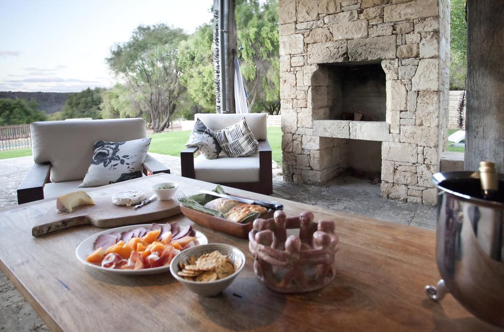 outdoor dining 3.jpg